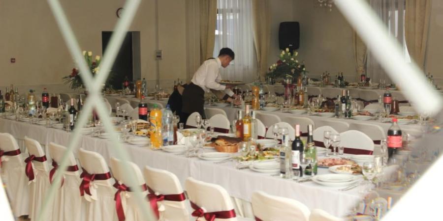 ))), Ресторан Вallpoint готелю Ramada Lviv