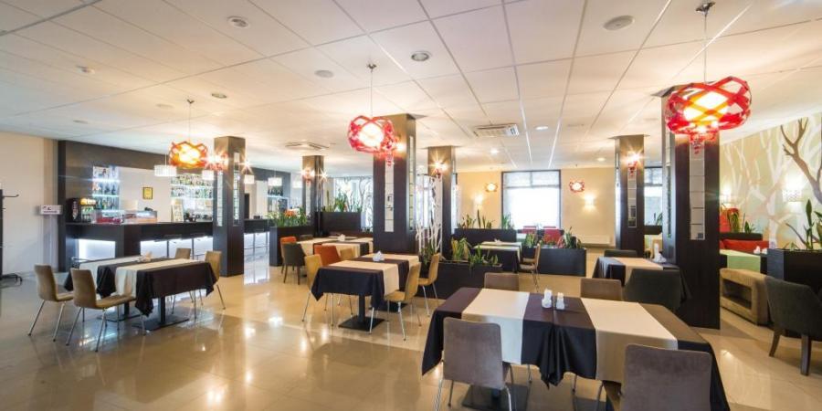 ресторан в готелі Рамада Львів