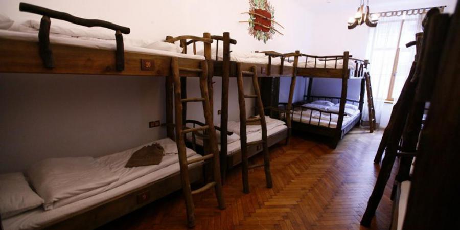 Поселись в темних віках, GHOSTel - Середньовічний хостел
