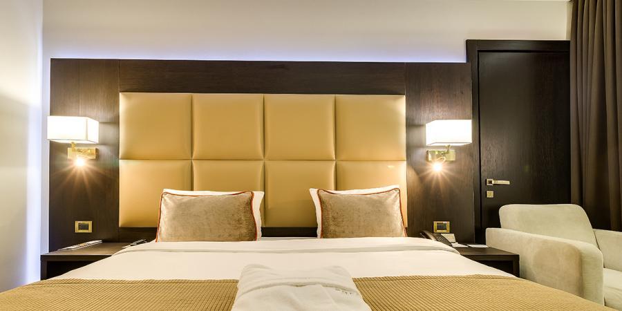 Поки Ви займаєтесь важливими зустрічами та справами - ми готуємо для Вас домашній затишок, дбайливо вкладаючи щиру посмішку у кожен дотик., Premier Hotel Dnister
