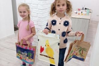 Дитячий майстер клас з малювання на сумочках