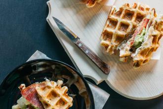 Куштуйте найсмачніші бельгійські вафлі у самому серці Львова , Familia Wine&Waffles фото #1