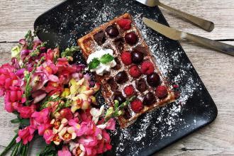 Куштуйте найсмачніші бельгійські вафлі у самому серці Львова , Familia Wine&Waffles фото #3