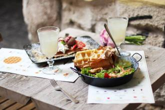 Куштуйте найсмачніші бельгійські вафлі у самому серці Львова , Familia Wine&Waffles фото #4