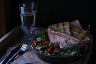 Куштуйте найсмачніші бельгійські вафлі у самому серці Львова , Familia Wine&Waffles фото #8