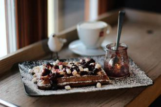 Куштуйте найсмачніші бельгійські вафлі у самому серці Львова , Familia Wine&Waffles фото #10