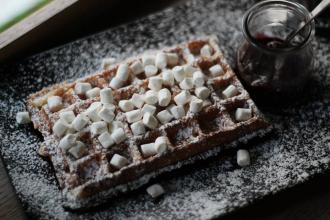 Куштуйте найсмачніші бельгійські вафлі у самому серці Львова , Familia Wine&Waffles фото #12