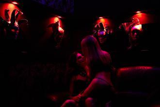 Наші чарівні дівчата, CAZANOVA Show Bar фото #1