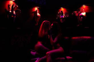 Наші чарівні дівчата, CAZANOVA Show Bar фото #2