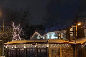 Ресторан «Самогонка Траторія» обожнює казкову атмосферу зимових свят та щиро вірить в чудо