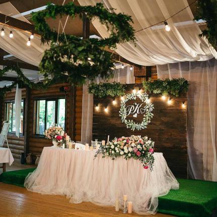 фото Древній град запрошує наречених відсвяткувати весілля у парковій зоні серед дубів